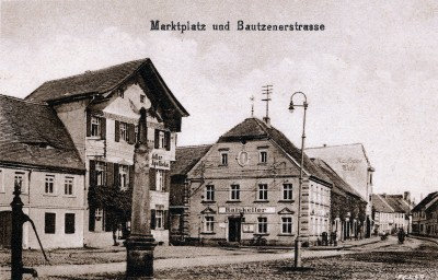 Rathaus und Apotheke