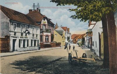 Die Kamenzer Straße mit dem Postamt