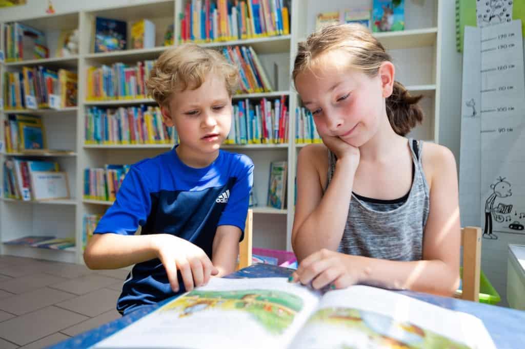 Auch für Kinder und Jugendliche haben wir in unserer Bibliothek jede Menge interessanten Lesestoff.