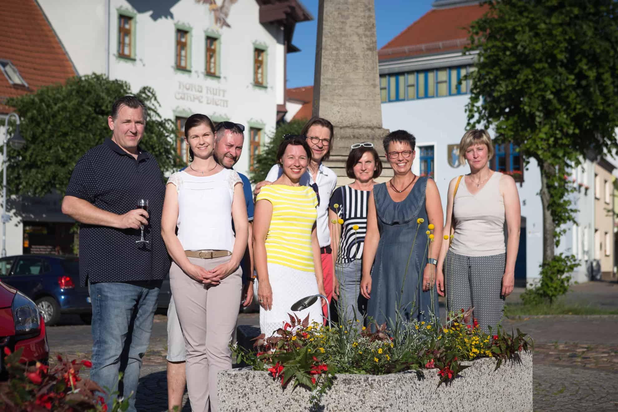 Ein Teil der Sponsoren und Unterstützer der Initiative – in der Mitte im gelben Shirt Initiatorin Birgit Bensch